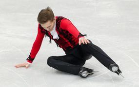 Фигурист Коляда избежал перелома руки после падения на чемпионате Европы