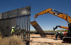 В Белом доме заявили, что Трамп построит стену на границе США даже без согласия Конгресса