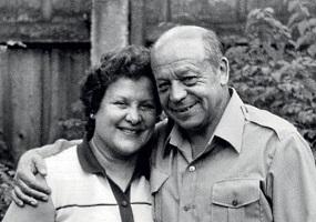Тимур Аркадьевич Гайдар с женой Ариадной Павловной Бажовой