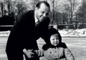 Тимур Аркадьевич Гайдар с сыном Егором на катке
