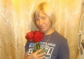 Девушка с розами. Красивые, сексуальные - девушки.