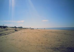 Пляж, песчаный берег. Северодвинск, остров Ягры.