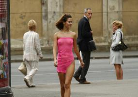Красотка на прогулке. Эротика - девушки.