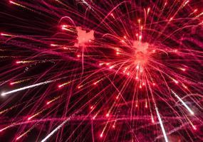 Настоящий огнепад. Новогодний салют в Северодвинске.