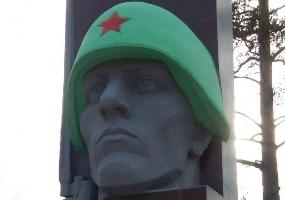 Вечная память героям. Фото города Мирный.