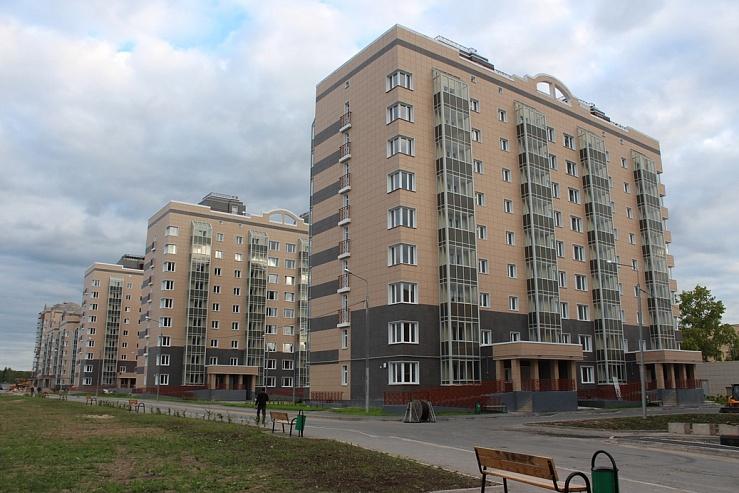 В Мирном Архангельской области появился крытый ледовый каток ... | 493x739