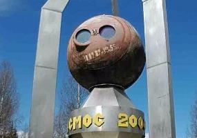 Монумент космос 2000. Фото города Мирный.