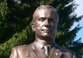 Памятник М. Г. Григорьеву. Фото города Мирный.