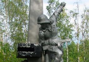 Памятник Александру Матросову. Фото города Коряжма.