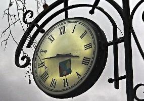 Часы на площади Ленина. Фото города Коряжма.