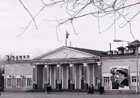 Драмтеатр у парка, ул. Советская. Северодвинск в прошлом.