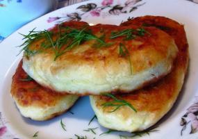 Картофельные с грибами. Пирожки домашние.