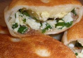 С яйцом и зеленым луком. Пирожки домашние.