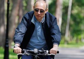 На велосипеде. Владимир Путин.