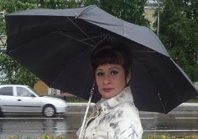 Под зонтом. Только Я.